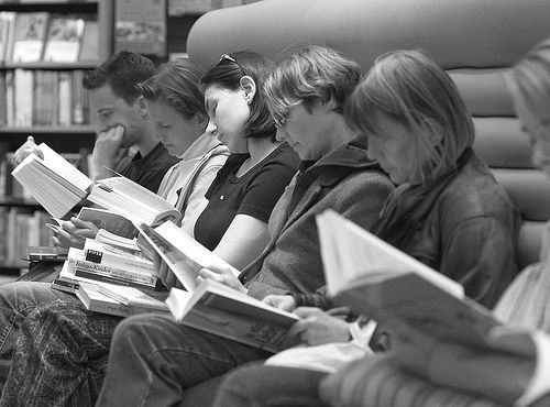 People-reading-books-photography17