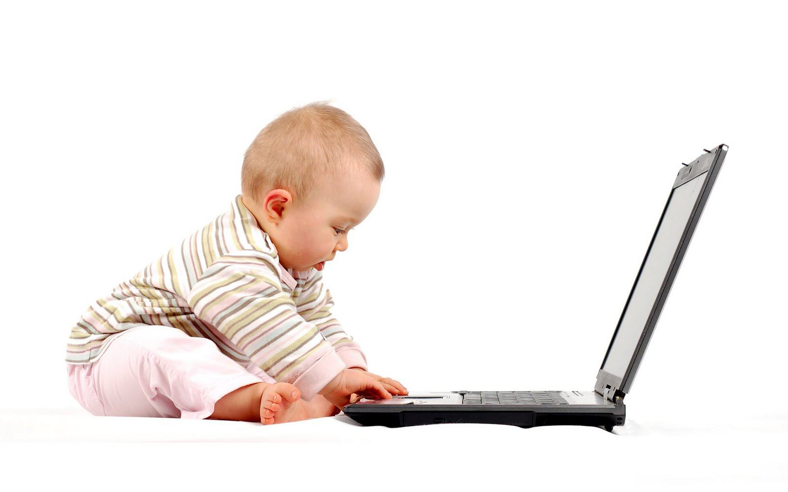 baby-laptop-learn-age-Beautiful-Wallpapers_1600x1000